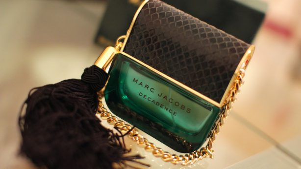 Marc Jacobs Decadence – ¿Es una fragancia o una bolsa?