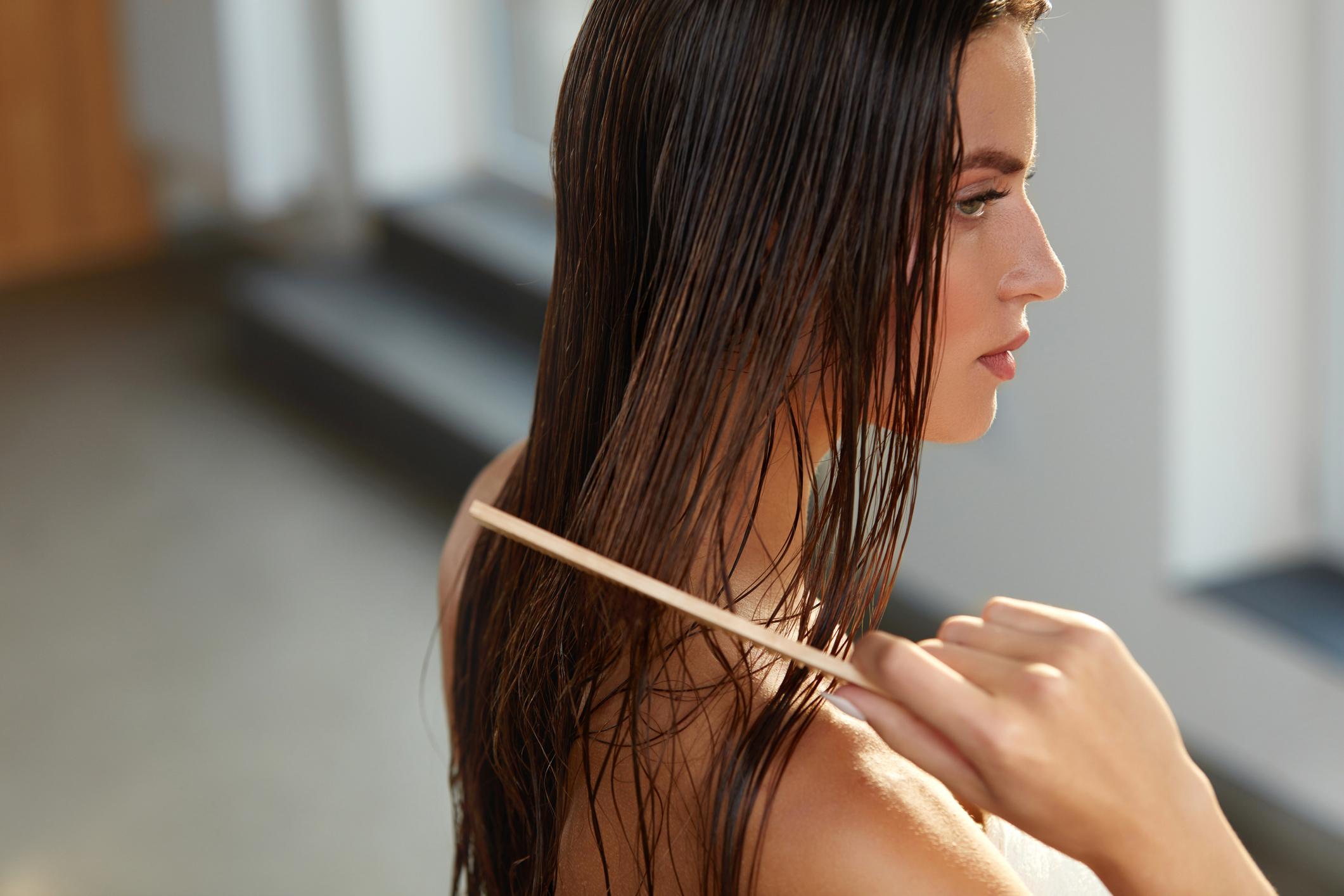 la-manera-correcta-de-lavar-el-pelo.jpg